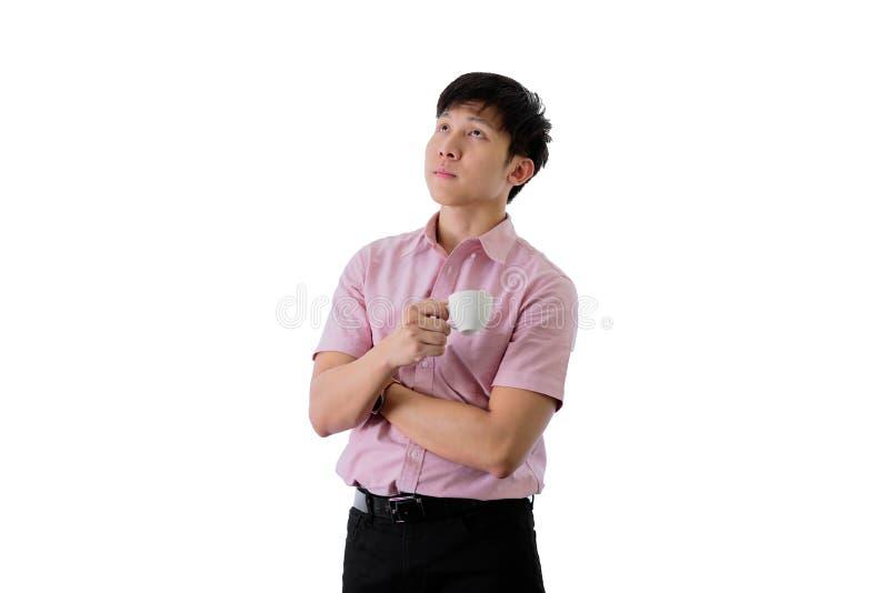 Il giovane uomo d'affari asiatico ha la condizione e pianificazione per lo scopo di affari con una tazza di caff? sull'isolato su fotografie stock libere da diritti