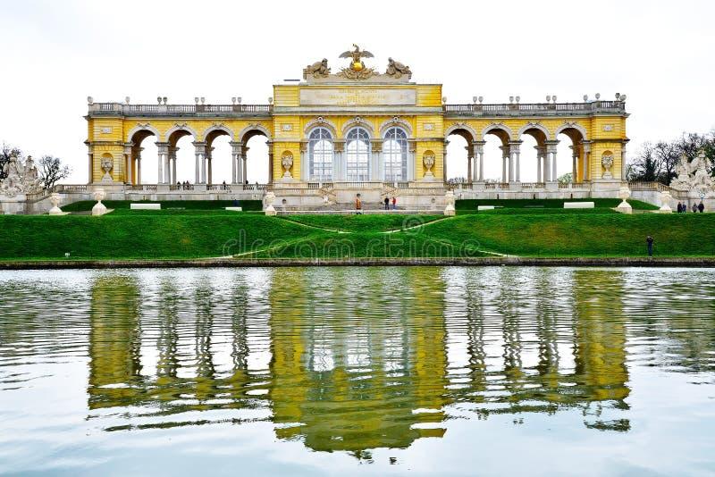 Il Gloriette nel giardino del palazzo di Schonbrunn fotografia stock libera da diritti
