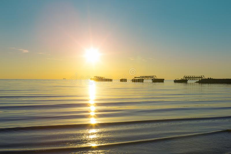 Il golfo di Finlandia, la baia Batareynaya, tramonto immagini stock