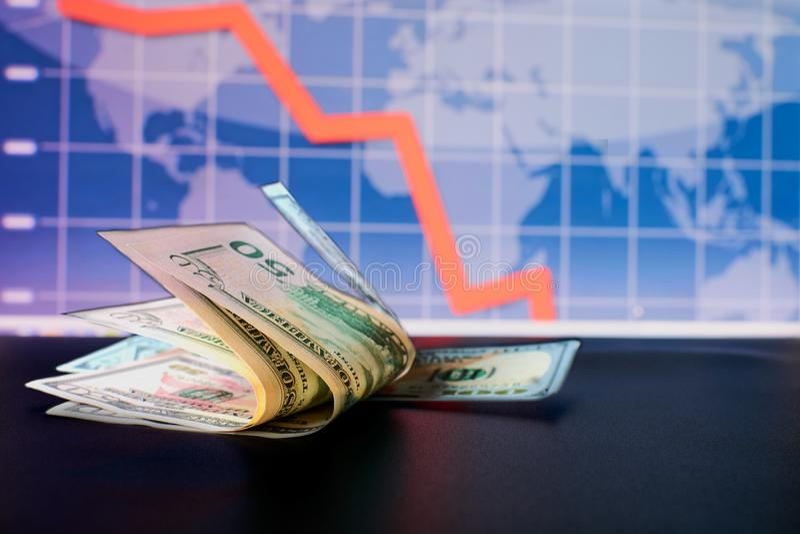 Il grafico di cadute del dollaro e un'istantanea immagine stock