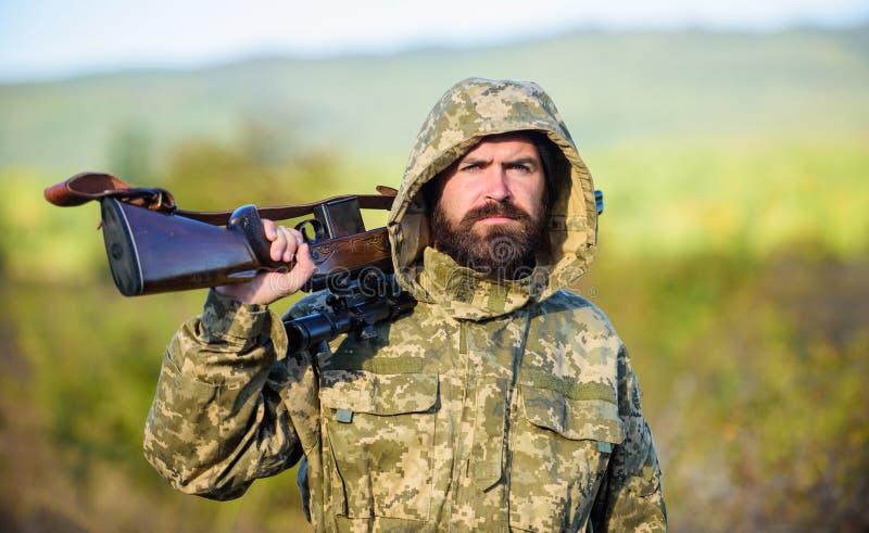 Il gran gioco di caccia richiede tipicamente l'etichetta che ogni animale ha raccolto L'esperienza e la pratica presta la caccia  fotografie stock libere da diritti