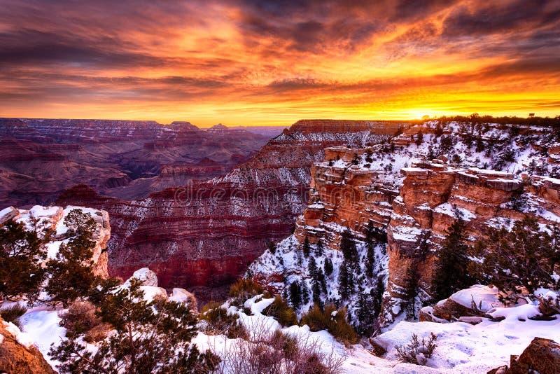 Il Grand Canyon magnifico ad alba immagine stock