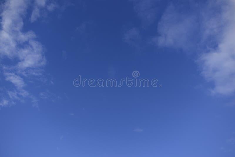 Il grande cielo blu immagine stock