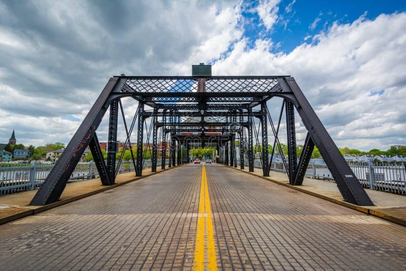 Il grande ponte del viale sopra il fiume di Quinnipiac a New Haven, Connecticut fotografia stock libera da diritti