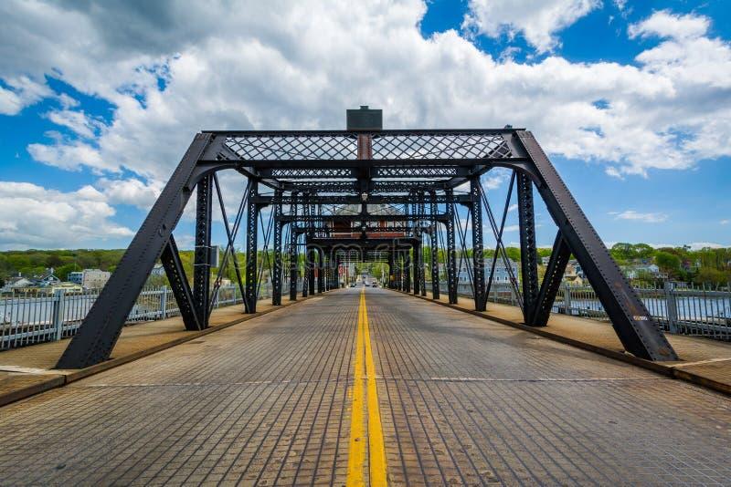Il grande ponte del viale sopra il fiume di Quinnipiac a New Haven, Connecticut fotografie stock libere da diritti