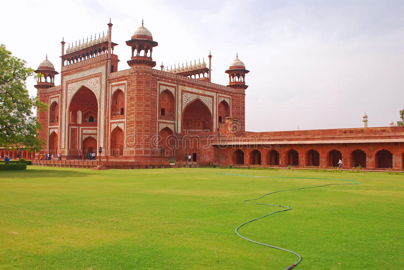 Il grande portone di Taj Mahal fotografia stock