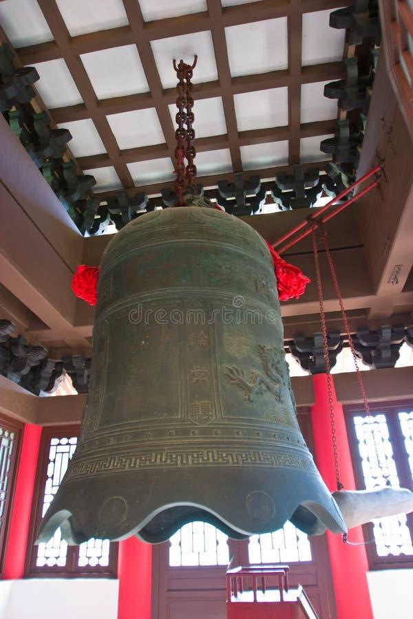 Il grande segnalatore acustico di rame vecchio Belo del metallo di stile cinese fotografia stock