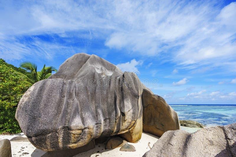 Il granito oscilla alla spiaggia, argento del ` di fonte d del anse, digue della La, Seychelles fotografie stock libere da diritti