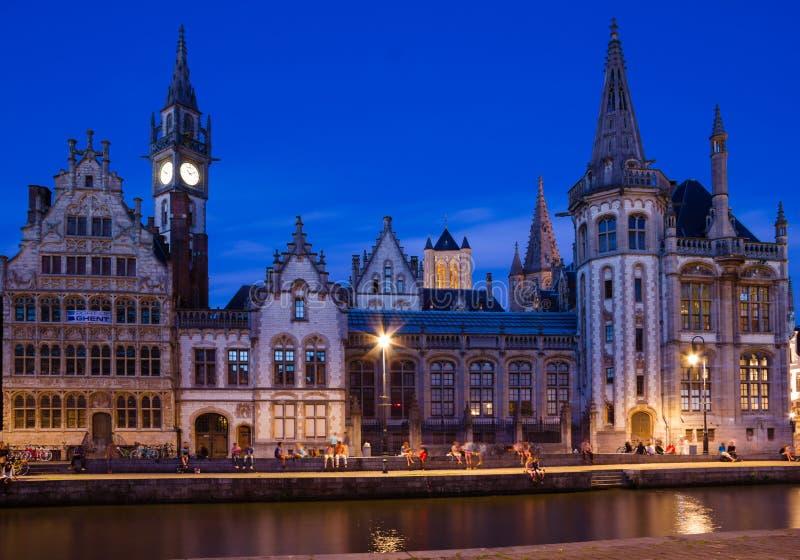 Il Graslei alla notte gand belgium immagine stock libera da diritti