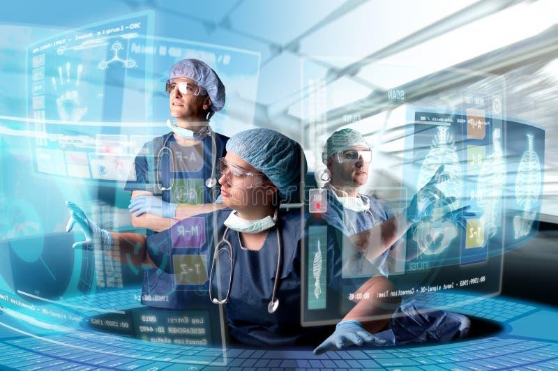 Il gruppo di medico con gli schermi fotografia stock libera da diritti