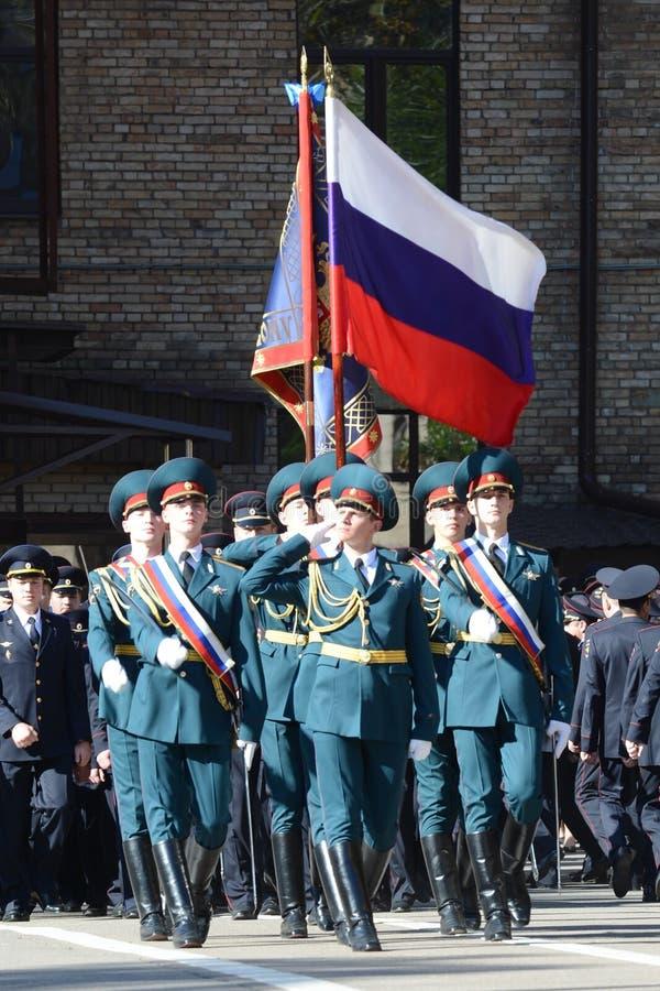 Il gruppo standard della guardia di onore, truppe interne del MIA della Russia Le formazioni militari speciali sono destinate per fotografia stock