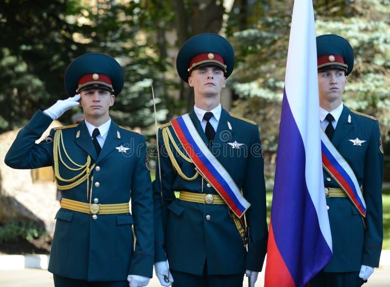 Il gruppo standard della guardia di onore, truppe interne del MIA della Russia Le formazioni militari speciali sono destinate per immagine stock libera da diritti