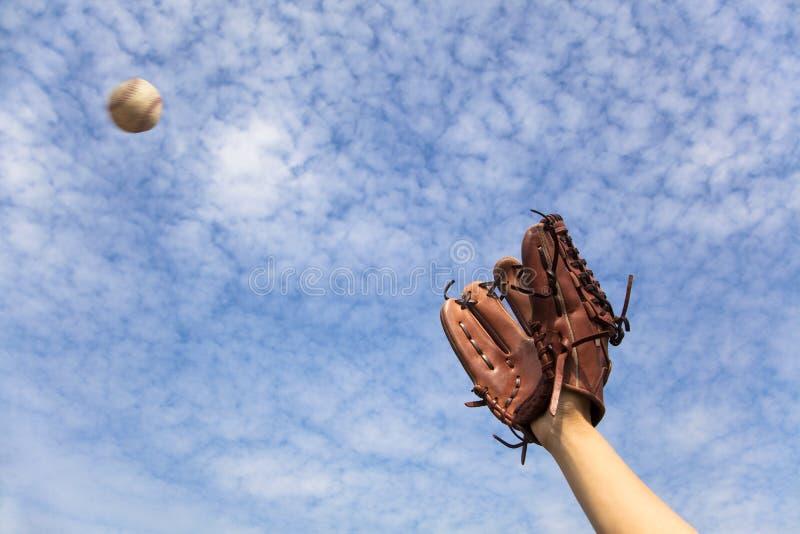 Il guanto di baseball e ready alla cattura fotografie stock libere da diritti