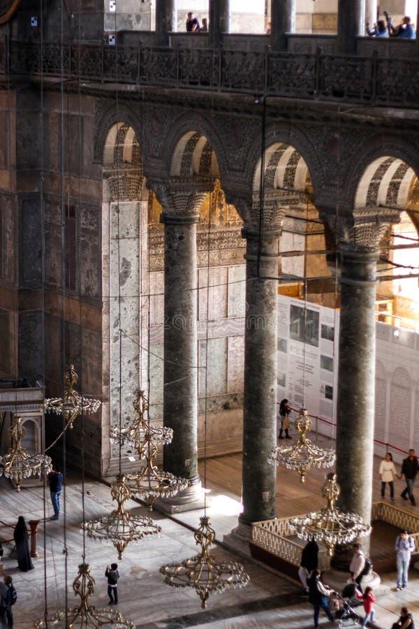 Vecchi Lampadari A Bracci In Hagia Sophia Immagine Stock ...