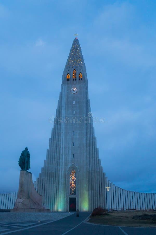 Il Hallgrimskirkja, una chiesa luterana nel centro di Reykjavik fotografie stock libere da diritti