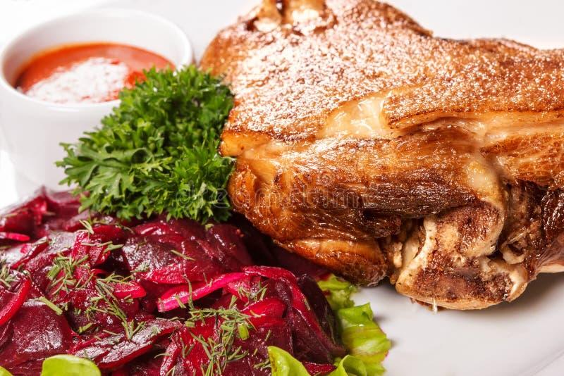 Il hough al forno con salsa in tazza fotografie stock