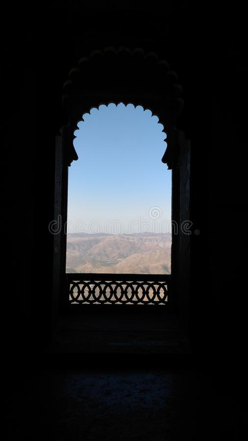 Il jharokha di stile di rajasthani della fortificazione Udaipur del sajjangarh fotografie stock libere da diritti