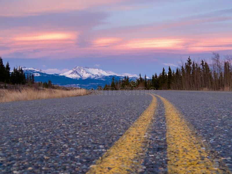 Il Klondike del nord Hwy vicino a Whitehorse il Yukon Canada immagine stock