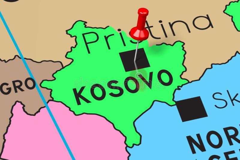 Il Kosovo, Pristina - capitale, appuntata sulla mappa politica royalty illustrazione gratis