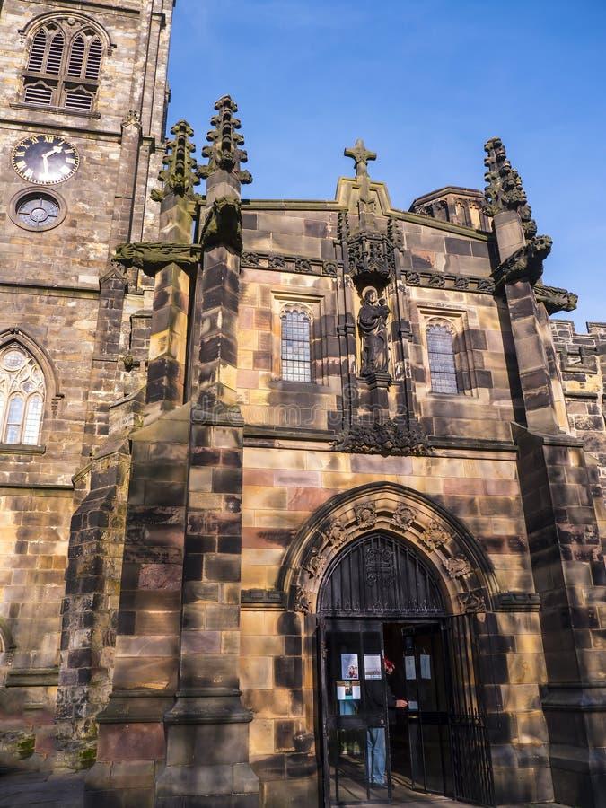 Il ` la s, chiesa di St Mary del priore di Lancaster è vicino dal castello sopra la città in Inghilterra fotografia stock