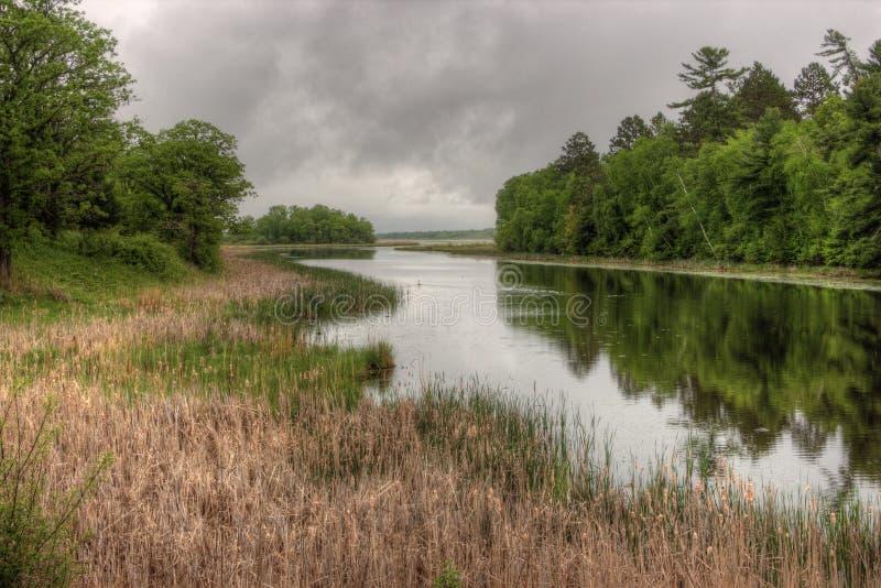 Il lago Bowstring fa parte del nativo americano Reserva del lago leech immagine stock