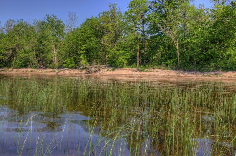 Il lago Bowstring fa parte del nativo americano Reserva del lago leech immagini stock
