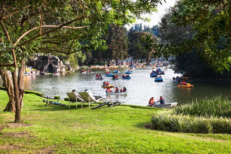 Il lago del parco di Chapultepec, il più grande parco in ci del Messico fotografia stock