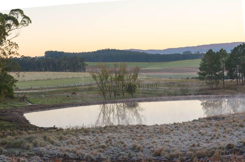 Il lago ed il ghiaccio sunrise immagini stock