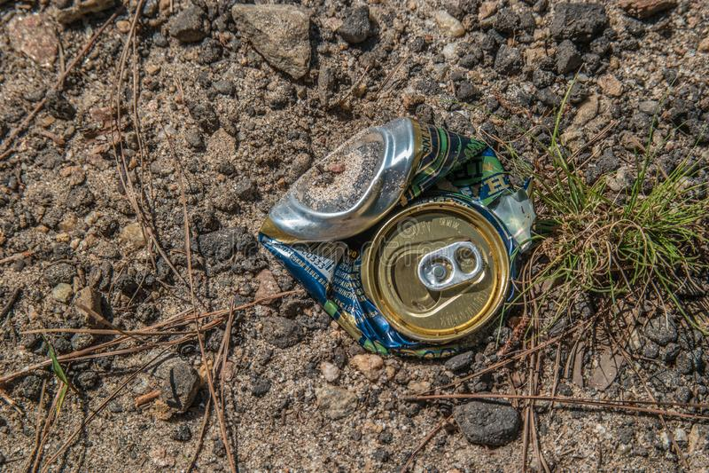 Il lago Lanier, Georgia/USA-6/30/19 Crushed può sulla terra fotografie stock