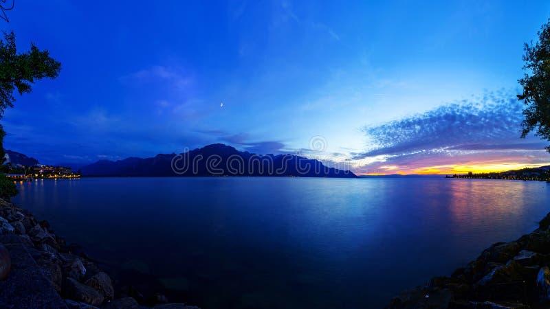 Il lago Lemano al crepuscolo fotografia stock