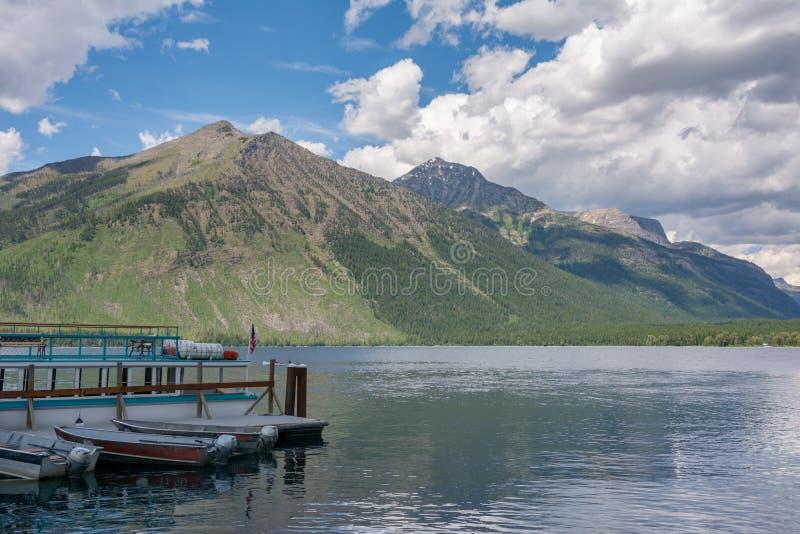 Il lago McDonald - il più grande del Glacier National Park Si trova nella contea di Flathead nell'Unione Europea S stato del Mont fotografia stock