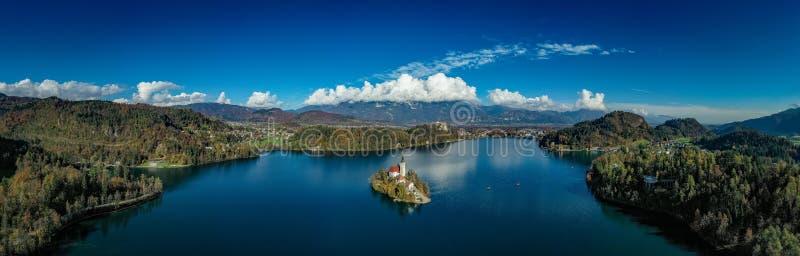 Il lago panoramico ha sanguinato fotografia stock