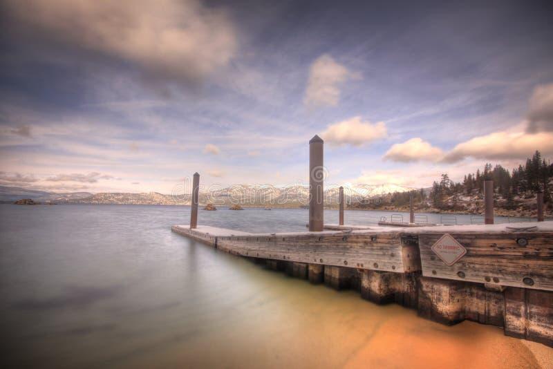 Il lago Tahoe dal porto della sabbia fotografia stock