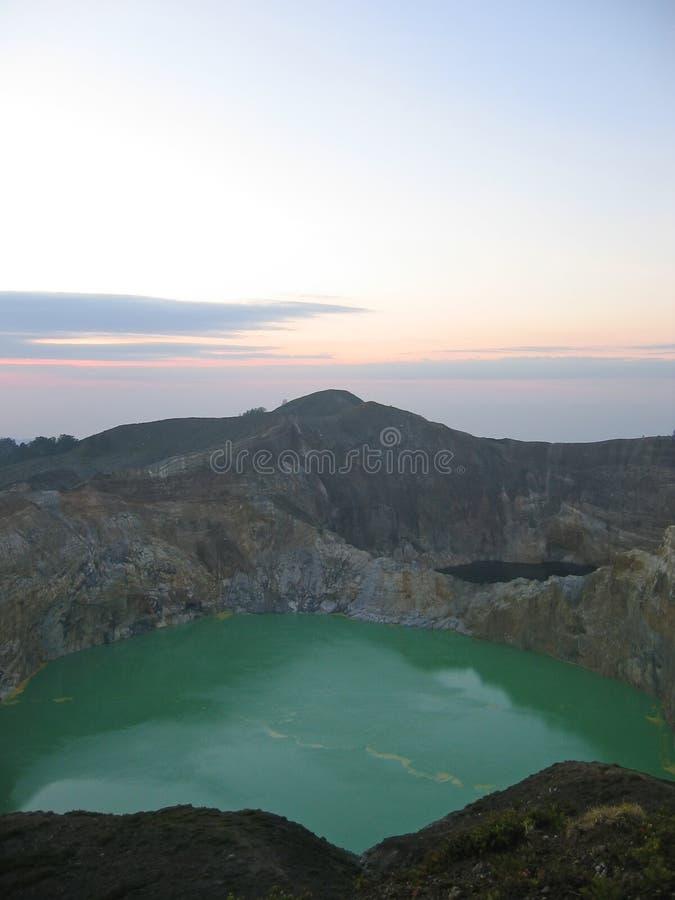 Il lago verde del cratere fotografie stock libere da diritti