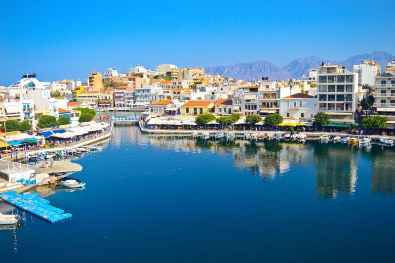 Il lago Voulismeni in Agios Nikolaos, Grecia fotografia stock libera da diritti