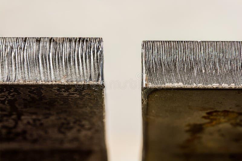 Il laser ha tagliato la differenza del bordo fra la stanza laminata a caldo spessa di mezzo-pollice fotografia stock libera da diritti