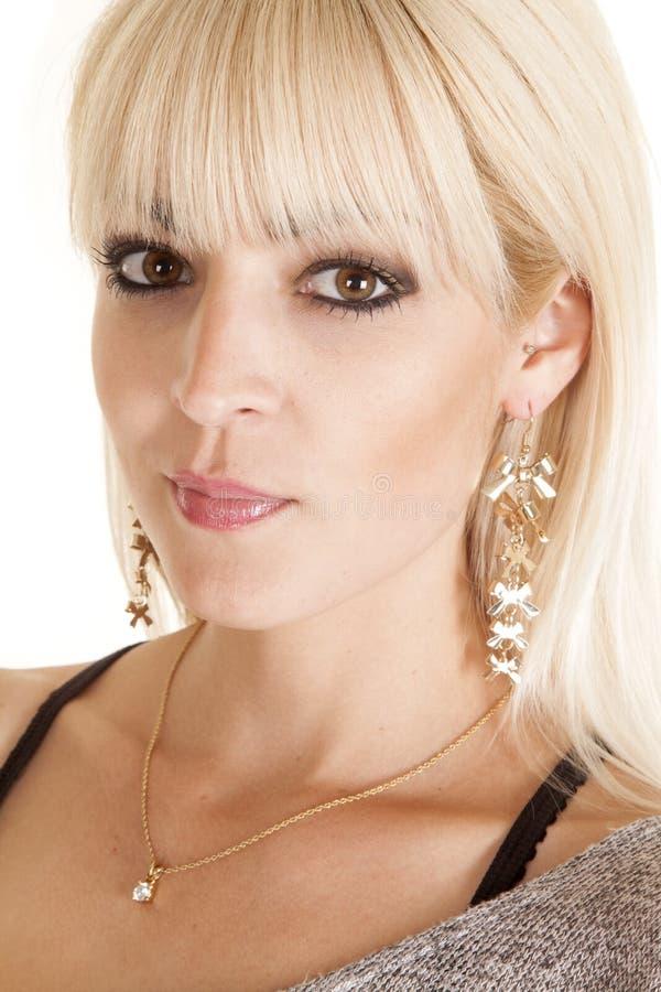 Il lato della donna ciondola la collana degli orecchini immagini stock