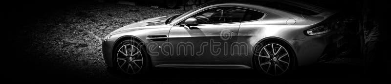 Il lato di un'automobile sportiva moderna fotografia stock