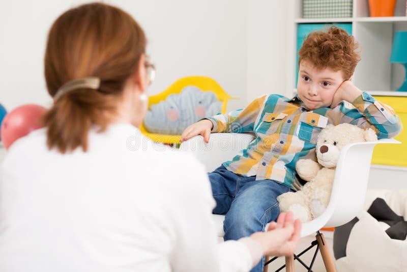 Il lavoro con i bambini non è sempre facile fotografia stock libera da diritti