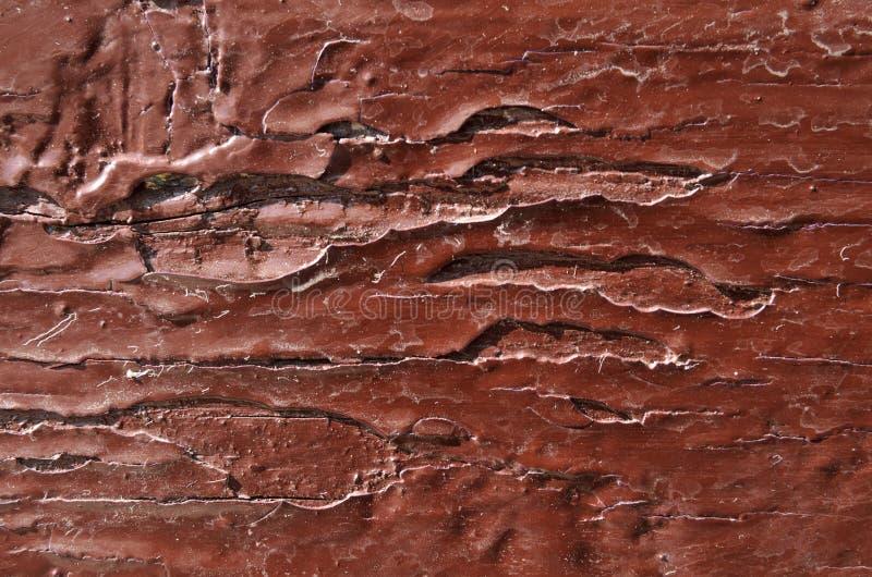 il legno è dipinto con la pittura di marrone scuro, nuova pittura fotografie stock libere da diritti