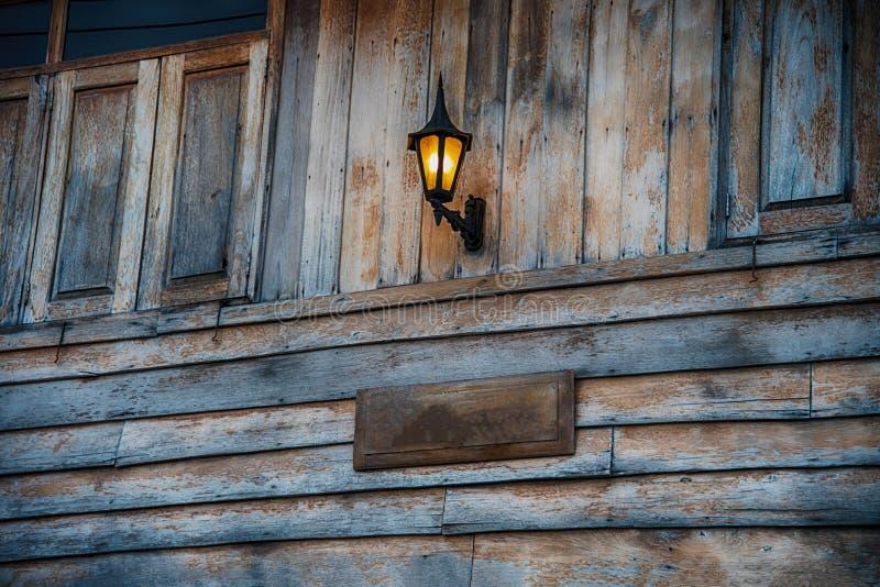 Il legno d'annata ha parteggiato casa fotografia stock libera da diritti