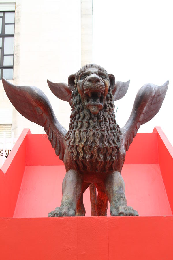 Il leone dorato immagini stock