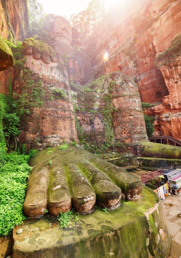 Il Leshan Buddha gigante nei raggi di luce solare, Cina fotografia stock libera da diritti