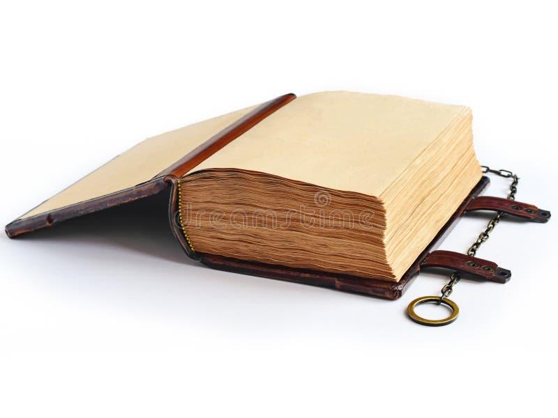 Il libro d'annata aperto ha riempito di pagine invecchiate e stagionate immagini stock libere da diritti