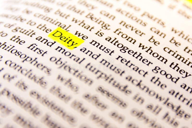 Il libro ha evidenziato la carta fluorescente gialla vecchio Keywor dell'indicatore di parola fotografie stock libere da diritti
