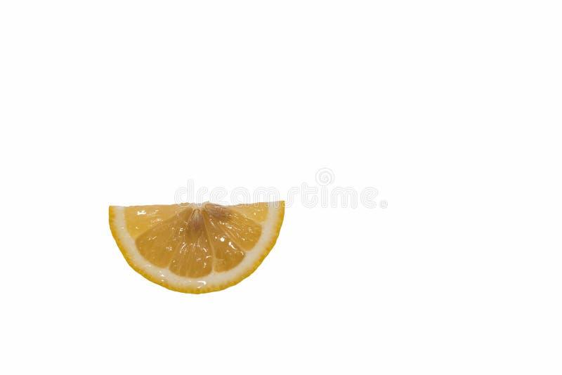 Il limone è pezzi sottili incisi fotografie stock libere da diritti