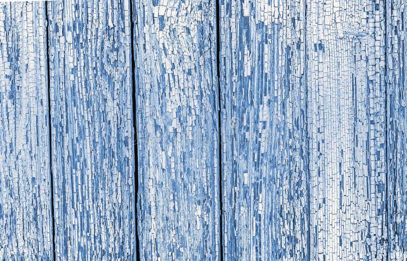 Il livello ha dettagliato la vecchia parete di legno dipinta incrinata immagini stock