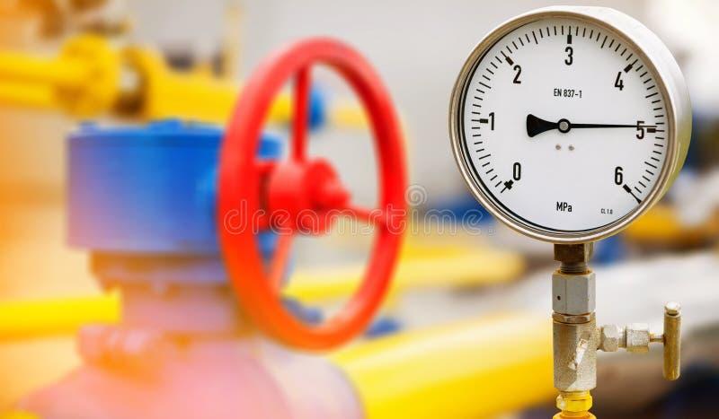 Il manometro in olio ed il processo di produzione di gas per il monitor condizionano fotografie stock