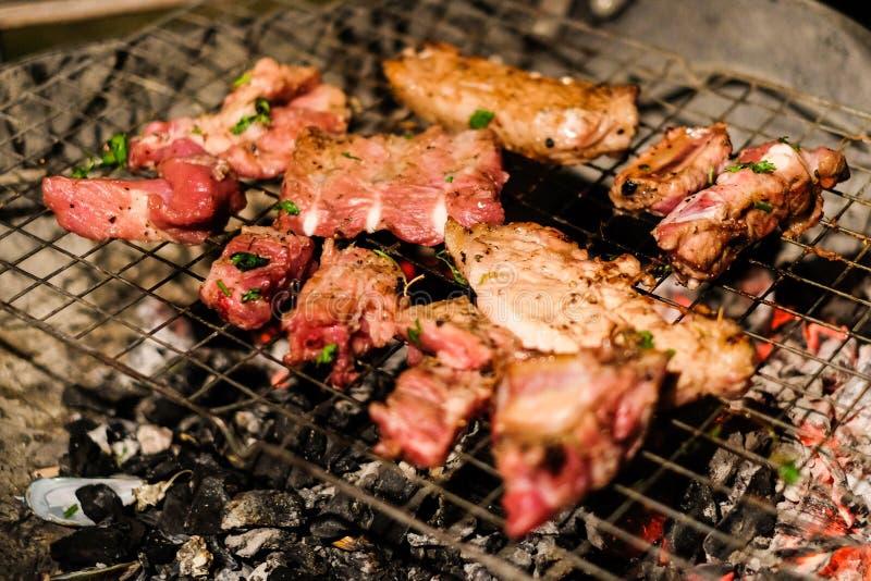 Il manzo arrostito della carne e della carne di maiale fermenta con la salsa dell'ostrica e del pepe immagini stock