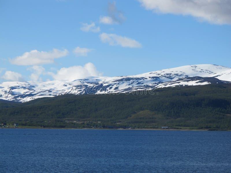 Il mare e la terra della Norvegia fotografia stock